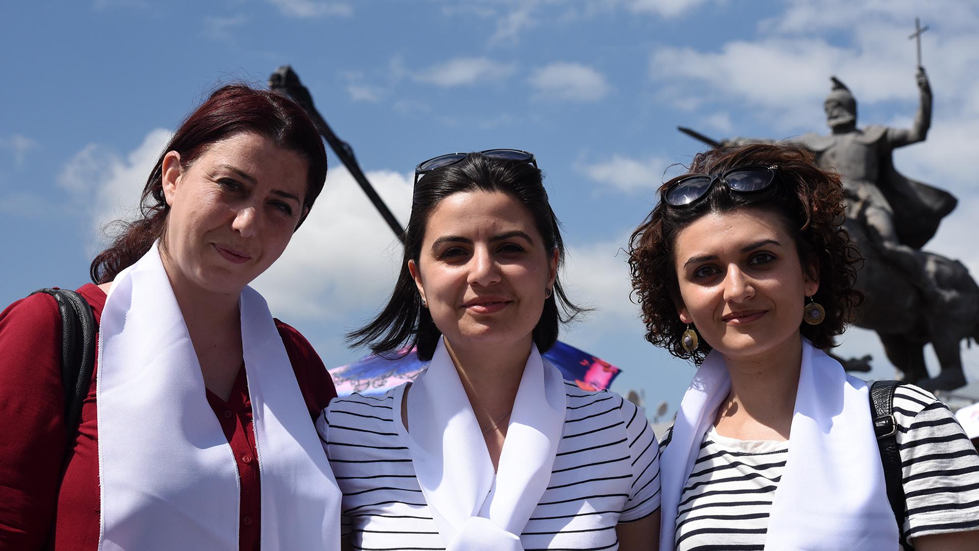 De gauche à droite: Angela Guévorkyan, Susanna Grigoryan et Rusana Baloyan (Photo: Pierre Pistoletti)