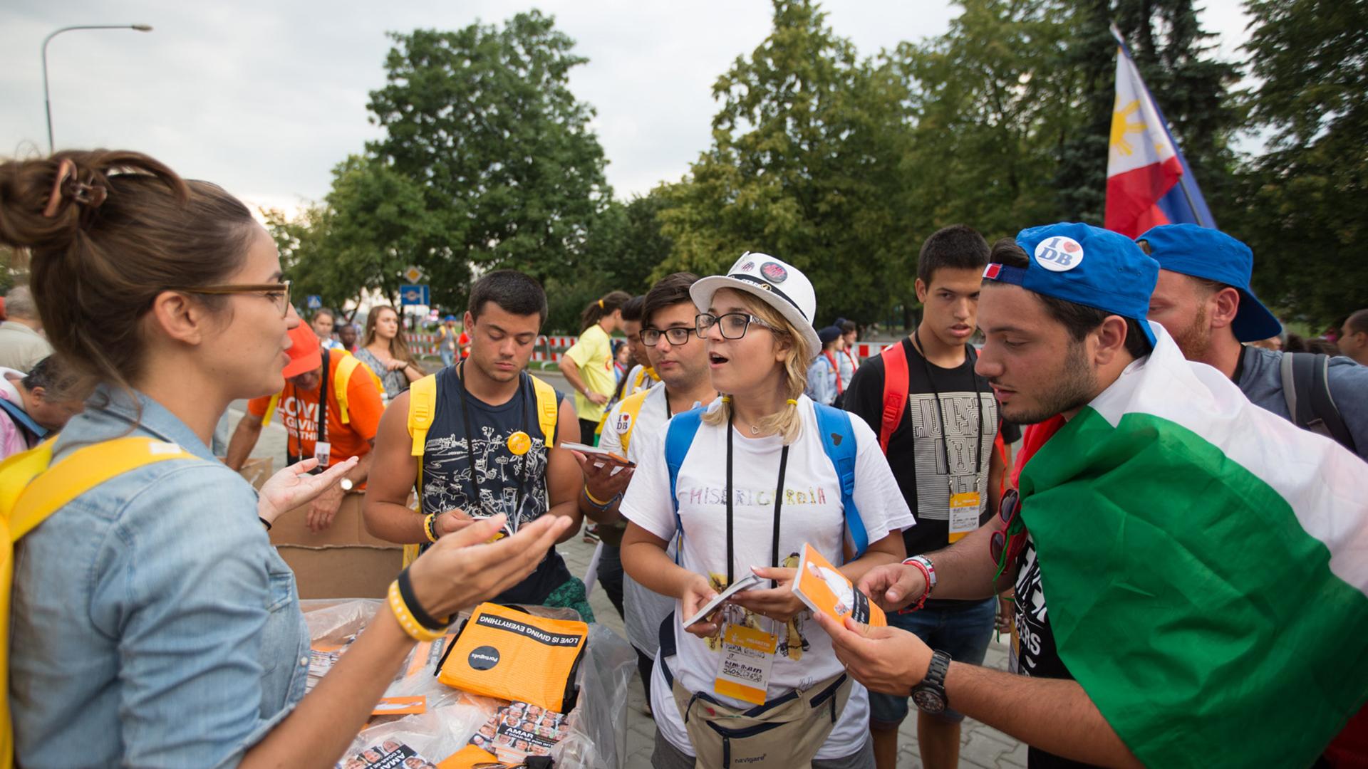 """La distribution d'""""Aimer c'est tout donner"""" près du grand parc de Blonia à Cracovie (Photo: Jean-Claude Gadmer)"""