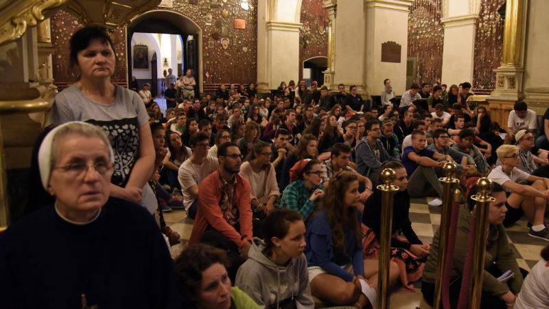Messe à Częstochowa, avec les jeunes de Suisse romande (Photo: Pierre Pistoletti)