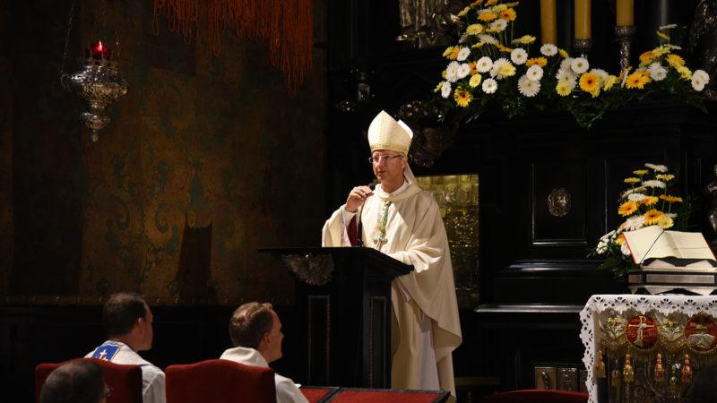 """""""C'est maintenant que ça commence. Ne ratez pas l'autre, ne ratez pas le Seigneur"""". Mgr Alain de Raemy (Photo: Pierre Pistoletti)"""