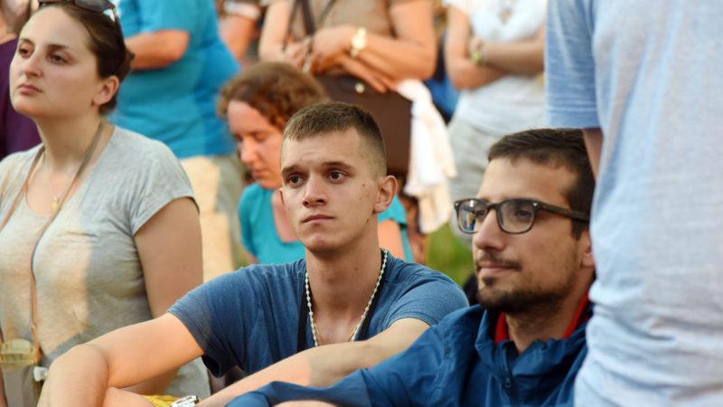 La prière était fervente, malgré la foule (Photo: Pierre Pistoletti)