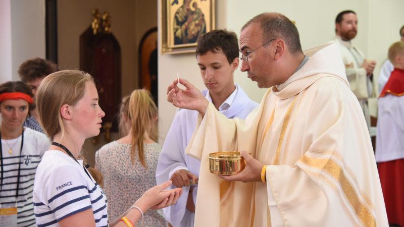 L'abbé Nicolas Glasson, directeur du séminaire interdiocésain, lors de la messe des JMJ, le 27 juillet 2016 à la paroisse Saint-Wojciech à Cracovie. (Photo: P.Pistoletti)