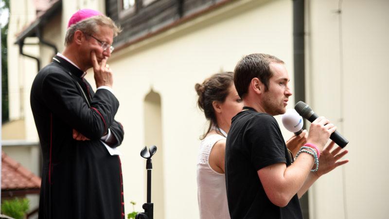 Le témoignage de foi d'une jeune Suisse alémanique... en français! (Photo: Pierre Pistoletti)