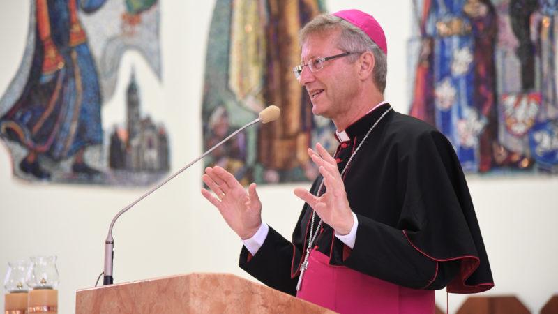 Mgr Alain de Raemy, lors de la catéchèse du 28 juillet (Photo: Pierre Pistoletti)