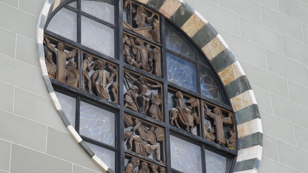 Rosace de l'église Saint-Pierre à Fribourg, rosace de Fernand Baud (Photo: Pierre Pistoletti)