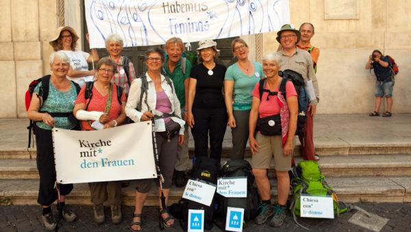 """Les neuf participants au pèlerinage """"L'Eglise avec les femmes"""" et des sympathisants (Photo:Adrian Müller)"""
