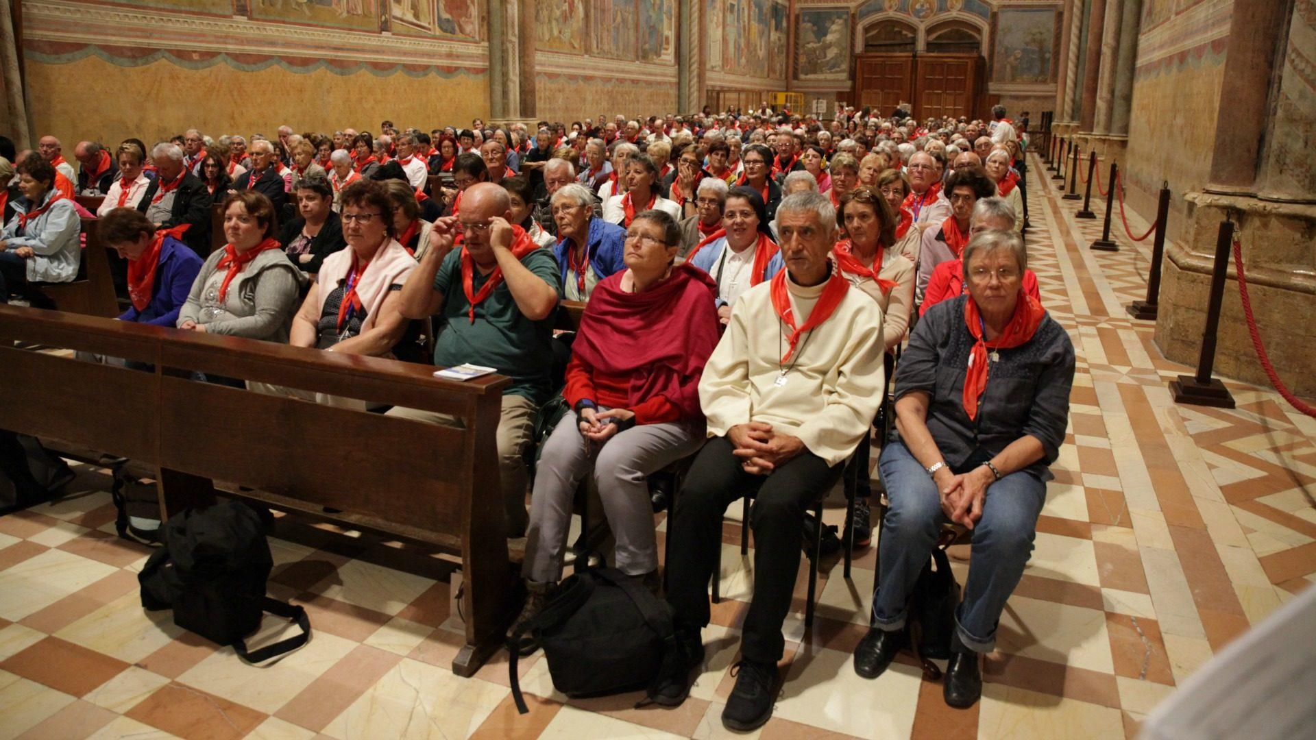 400 pèlerins et Mgr Jean-Marie Lovey, évêque de Sion, ont assisté à la célébration à la basilique Saint-François d'Assise. (Photo: B. Hallet)