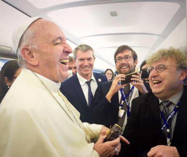 Le pape François et le journaliste Arnaud Bédat (@ Osservatore Romano)